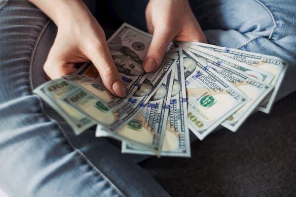 affiliate marketer money in hand